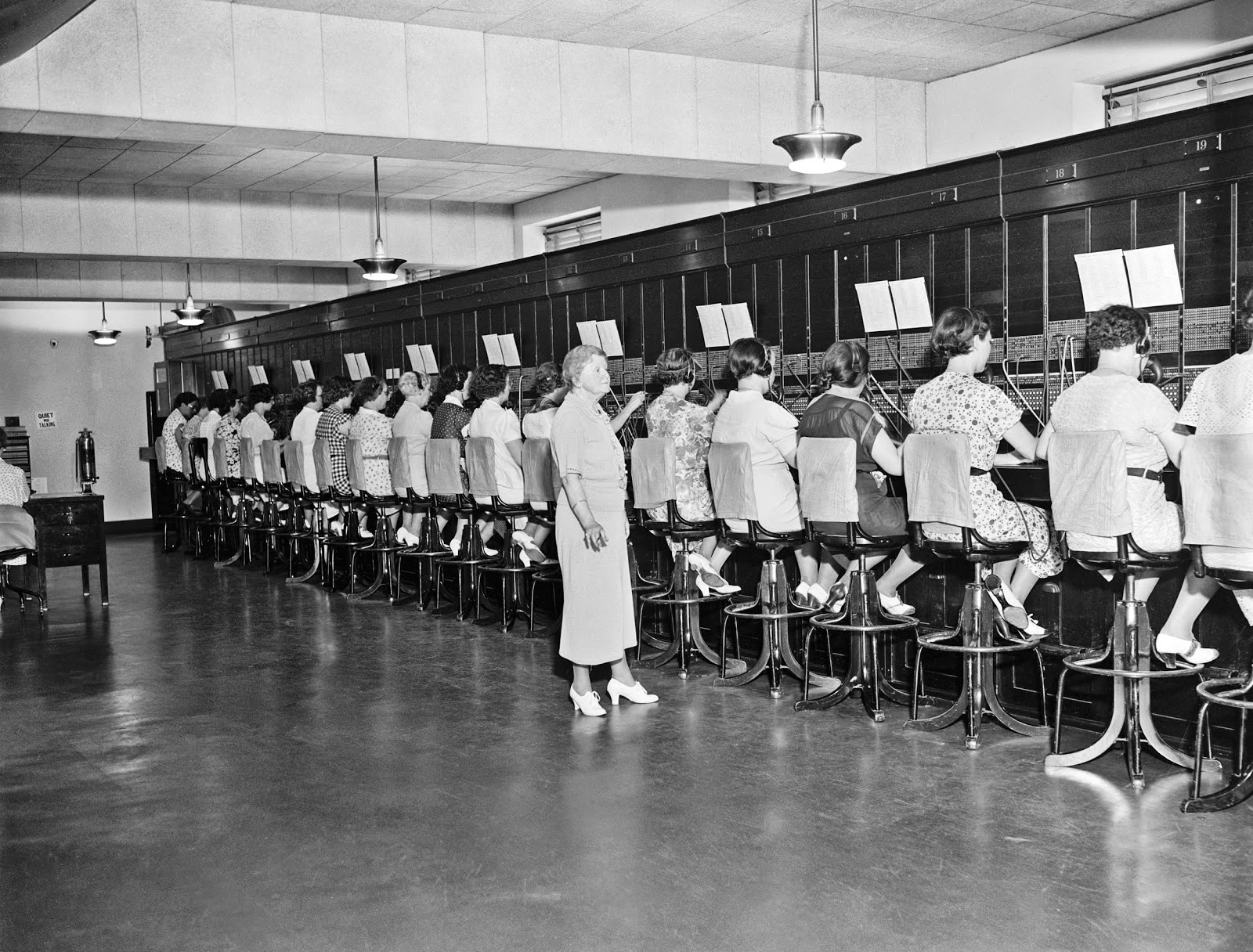 When Miss Harriot Daley Was Appointed Telephone Operator At The United  States Capitol In 1898 There Were Only 51 Stations On The Switchboard.