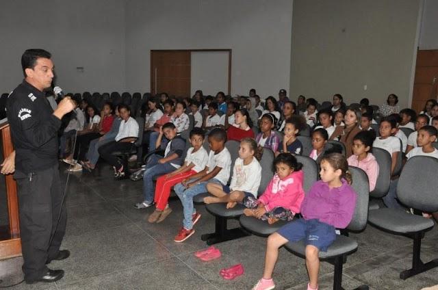 Anápolis: Projeto discute males das drogas entre crianças da rede municipal de ensino