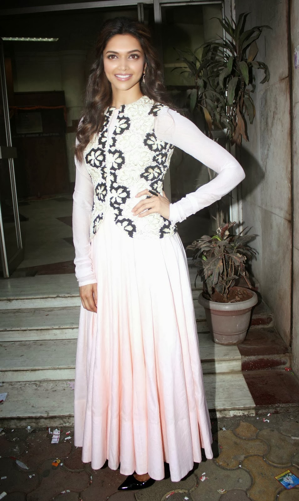 daily tamil malar: Deepika Padukone Photoshoot At Radio ...