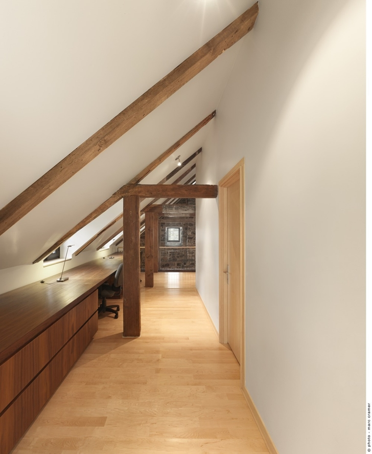 Modern hallway in Renovated Bord-du-Lac House by Henri Cleinge