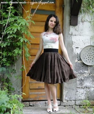 http://maria-tamara-moda-i-szycie.blogspot.com/2015/06/letnia-spodnica-po-liftingu.html