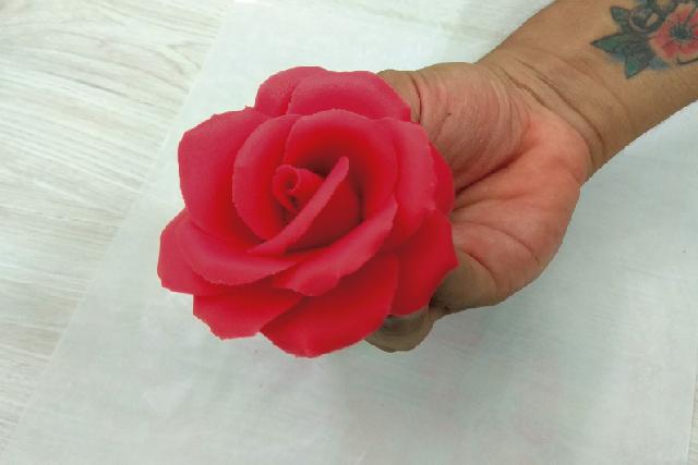 Cómo hacer flores de fondant sin molde paso a paso