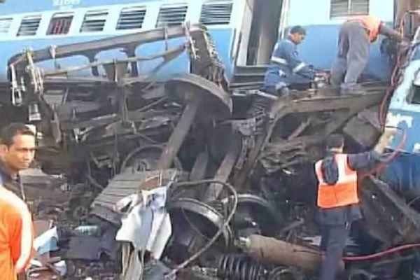 heerakhand-express-derail-andhra-pradesh-27-dead-in-hindi