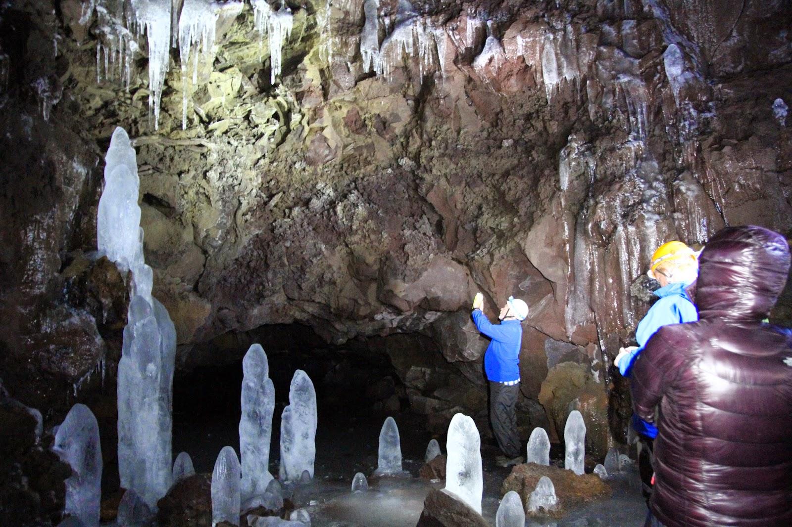 LOFTHERLLIR CAVE - Explorando uma gruta de lava com uma Rock Star em Lofthellir | Islândia