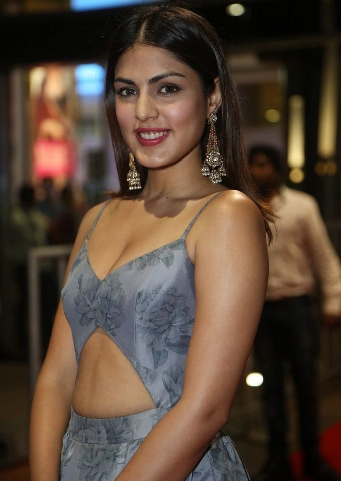 Rhea Chakraborty In Blue Dress At Jio Filmfare South Awards 2017