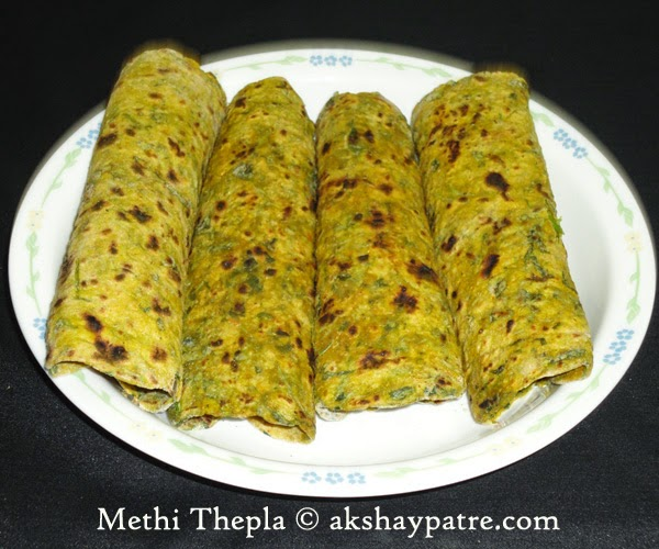 methi thepla in serving plate