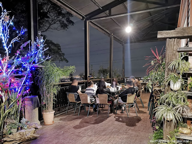 IMG 20181215 223854 - 岳家莊夜景咖啡廳,超隱密遼闊夜景盡收眼底,還有多款桌遊讓你們玩到嗨!