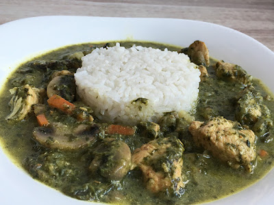 Curry z kurczaka, szpinaku i pieczarek
