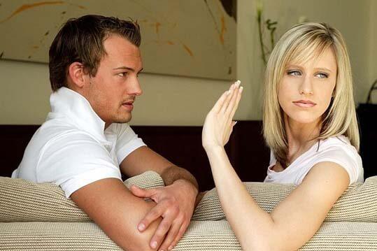 Mujer haciéndose respetar con un hombre