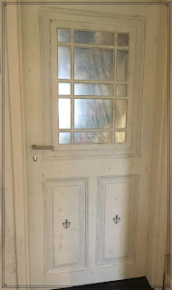 alte Tür im Shabby Chic