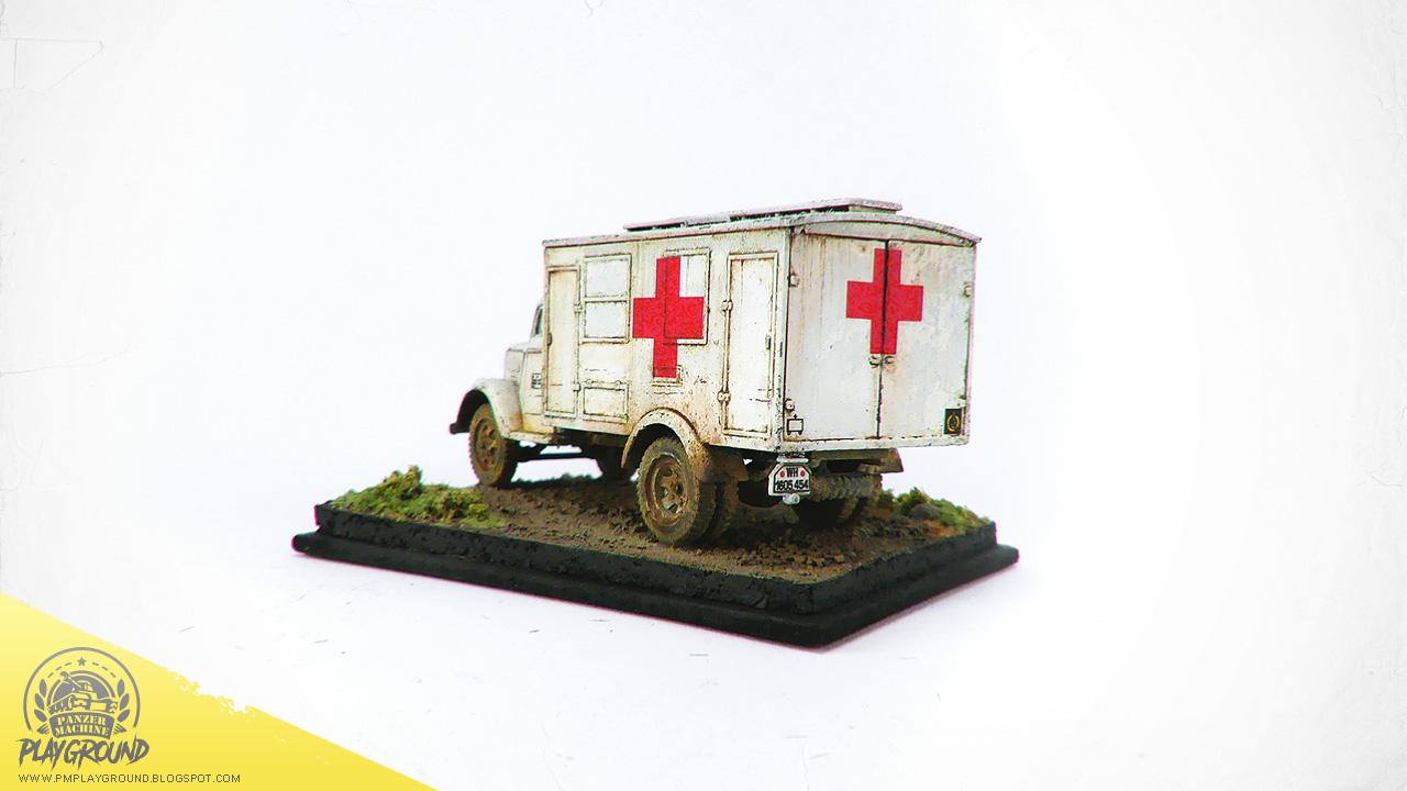 Kfz_305_Ambulance_0002.jpg