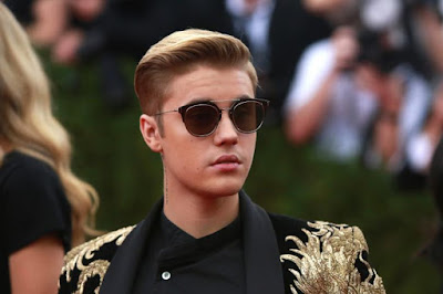 justin-bieber-fined-for-using-phone-while-driving