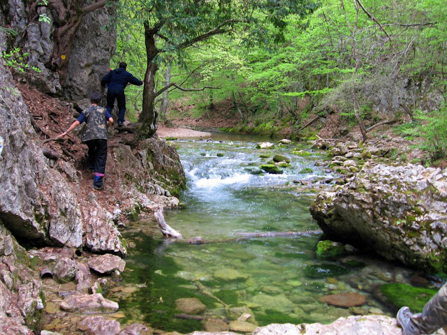 Идём по Большому каньону к Ванне молодости Крыма