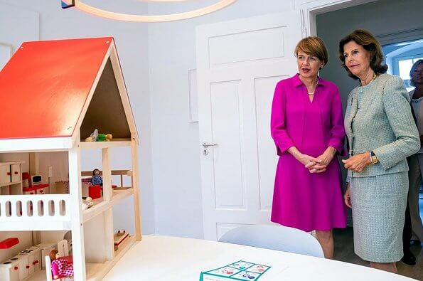 Queen Silvia and German First Lady Elke Buedenbender at the opening ceremony of Child House