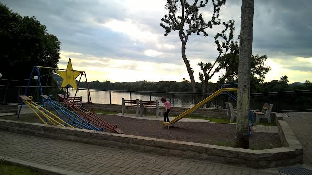 Área de lazer às margens do Rio Taquari, Estrela, RS