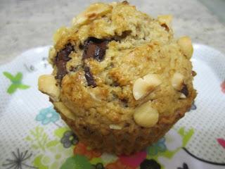 Gros muffins très noisettes et pépites de chocolat moelleux aérien