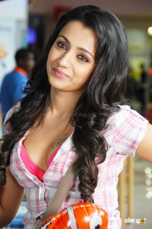 Trisha Sexy Photos 80