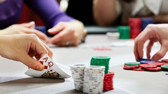 Người chơi chặt và thụ động trong Poker