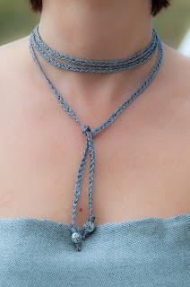 Collar trenzado en color plata envejecida