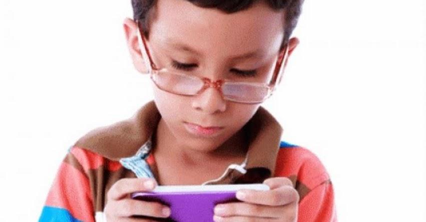 Aumentan problemas de conducta y tendinitis en niños por excesivo uso de videojuegos, advierte especialista de EsSalud