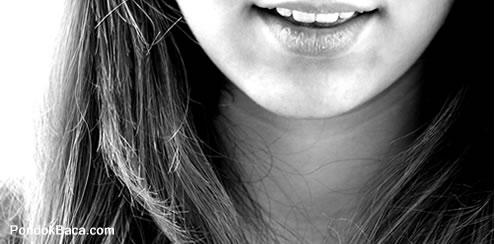 Air Mata di Balik Senyuman