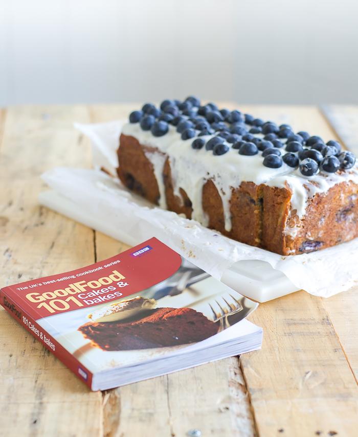 Blueberry cake o bizcocho de arándanos negros