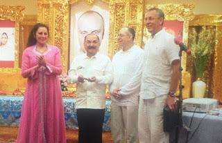 haryono-saat-menerima-penghargaan-perdamaian-dunia-dari-Sri-Chinmoy-Center