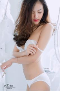 Hình gai xinh show hàng trên gường qua webcam facebook xinhgai.biz