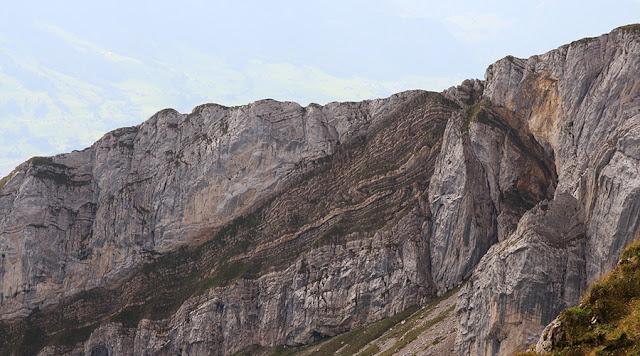 Dobras e falhas no Monte Pilatus, Suíça