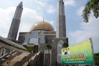 foto masjid Dr H Moeldoko saat acara peresmian