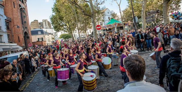 Banda na festa da colheita da uva de Montmartre