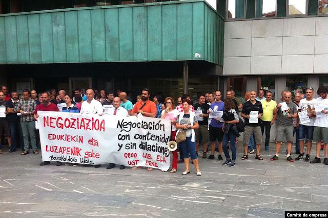 Concentración de trabajadores del Ayuntamiento de Barakaldo