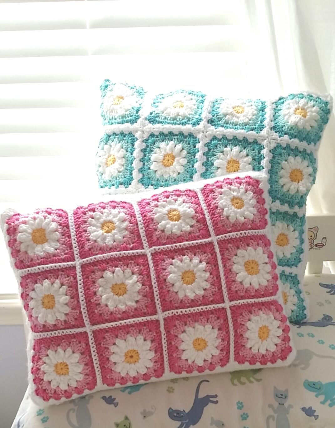 Agnes Gurumi: Daisy Granny Square Cushion Pillow