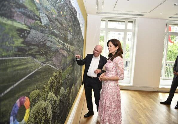 Crown Princess Mary attended the inauguration of painter Jesper Christiansen's work Skyggeflor at Danish House