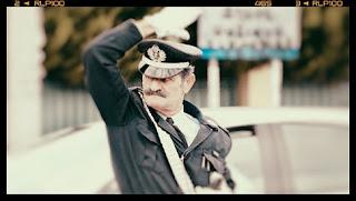 Ο τροχονόμος με το τσιγκελωτό μουστάκι και την χαρακτηριστική σφυρίχτρα στην Λ. Κηφισίας