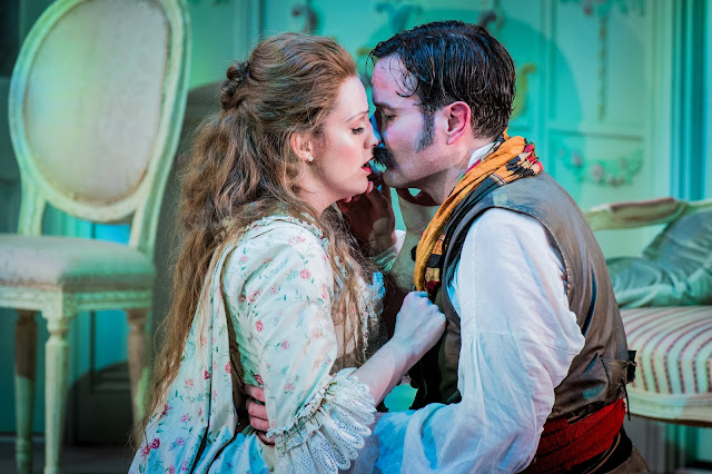 Mozart: Cosi fan tutte - Kitty Whately, Nicholas Lester - Opera Holland Park (Photo Robert Workman)