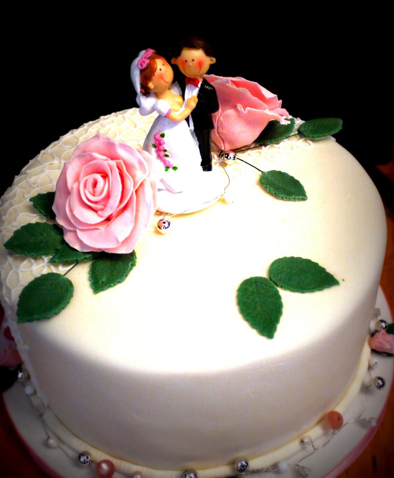 Hochzeitstorte mit Figuren