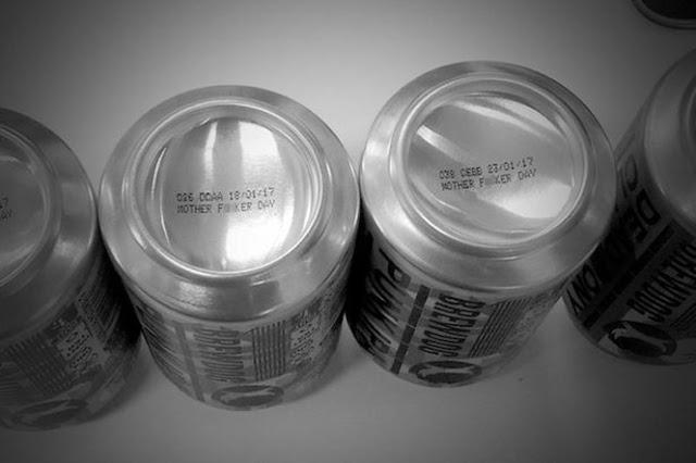 Echó a perder 200 mil latas de cerveza y lo premian