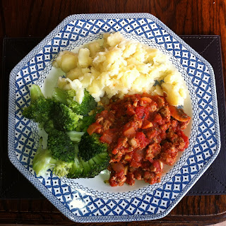 Whole 30 food turkey mice chilli with mashed parsnip and broccoli