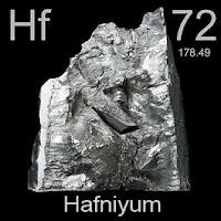 Hafniyum elementi üzerinde hafniyumun simgesi, atom numarası ve atom ağırlığı.