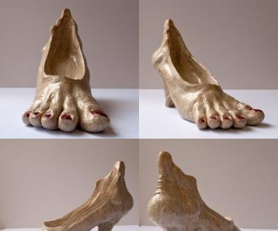 Zapatillas exóticas con forma de pie
