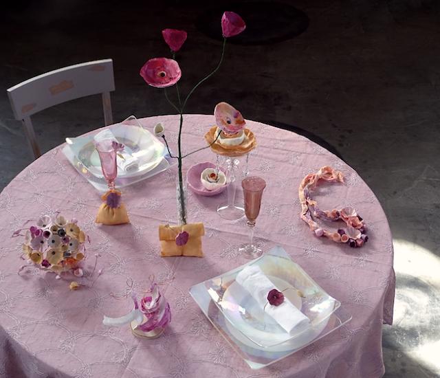 Nozze Eco chic : centrotavola con fiori di carta dipinti a mano. Tendenze 2018