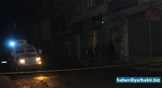 DİYARBAKIR-Bismil'de bir kahvehaneye gelen bir kişi husumetli olduğu iddia edilen amcası ve akrabaları üzerine ateş ettiği ileri sürüldü.