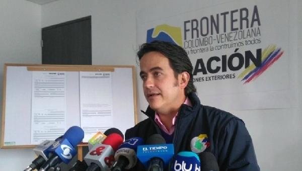 """Director de Migración Colombia pide ayudar a los venezolanos en vez de """"darles la espalda"""""""