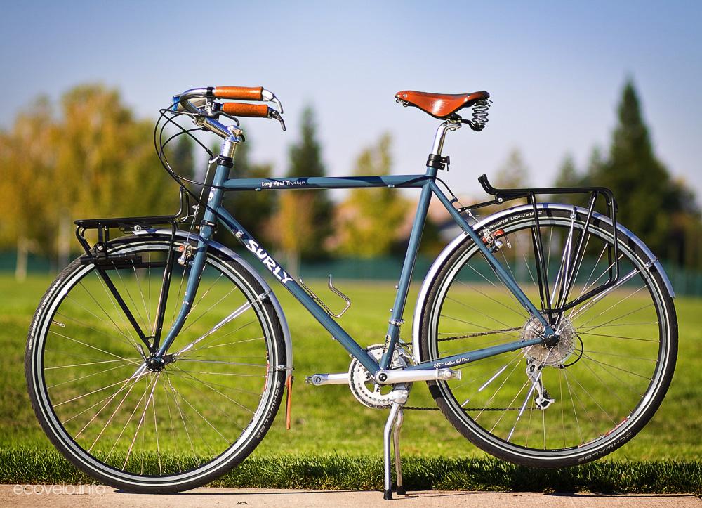 Pedalando E Olhando Urbana Mountain Bike Ou Speed