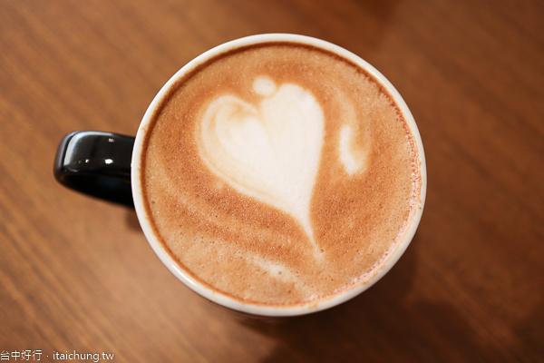 蘋果綠咖啡學府門市|興大旁的多那之新品牌平價咖啡,有插座不限時