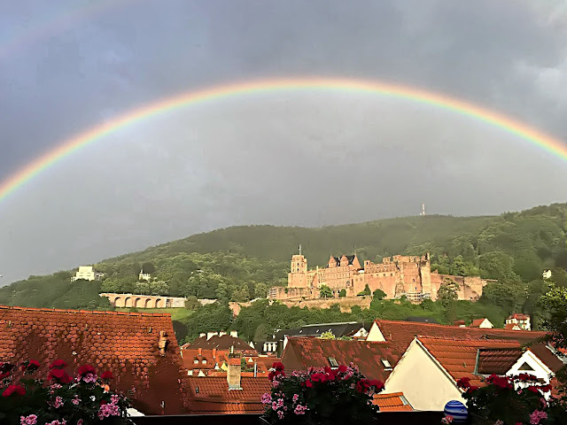 Schloss Heidelberg und Altstadt mit Regenbogen