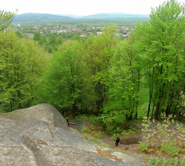 Вид со скалы над пещерным монастырём