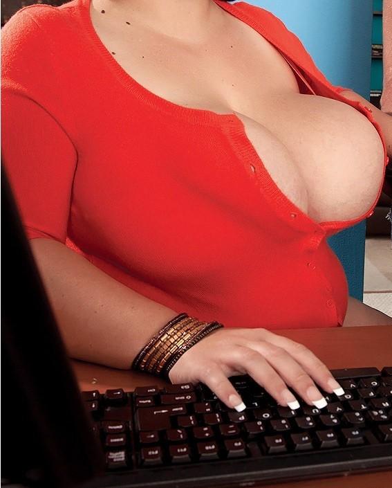moira la pisciona 899 211 116 telefono erotico ragazze hotline