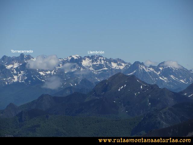 Ruta Les Rapaines, Lago Ubales, Cascayón: Vista del macizo central de Picos de Europa desde Les Rapaínes